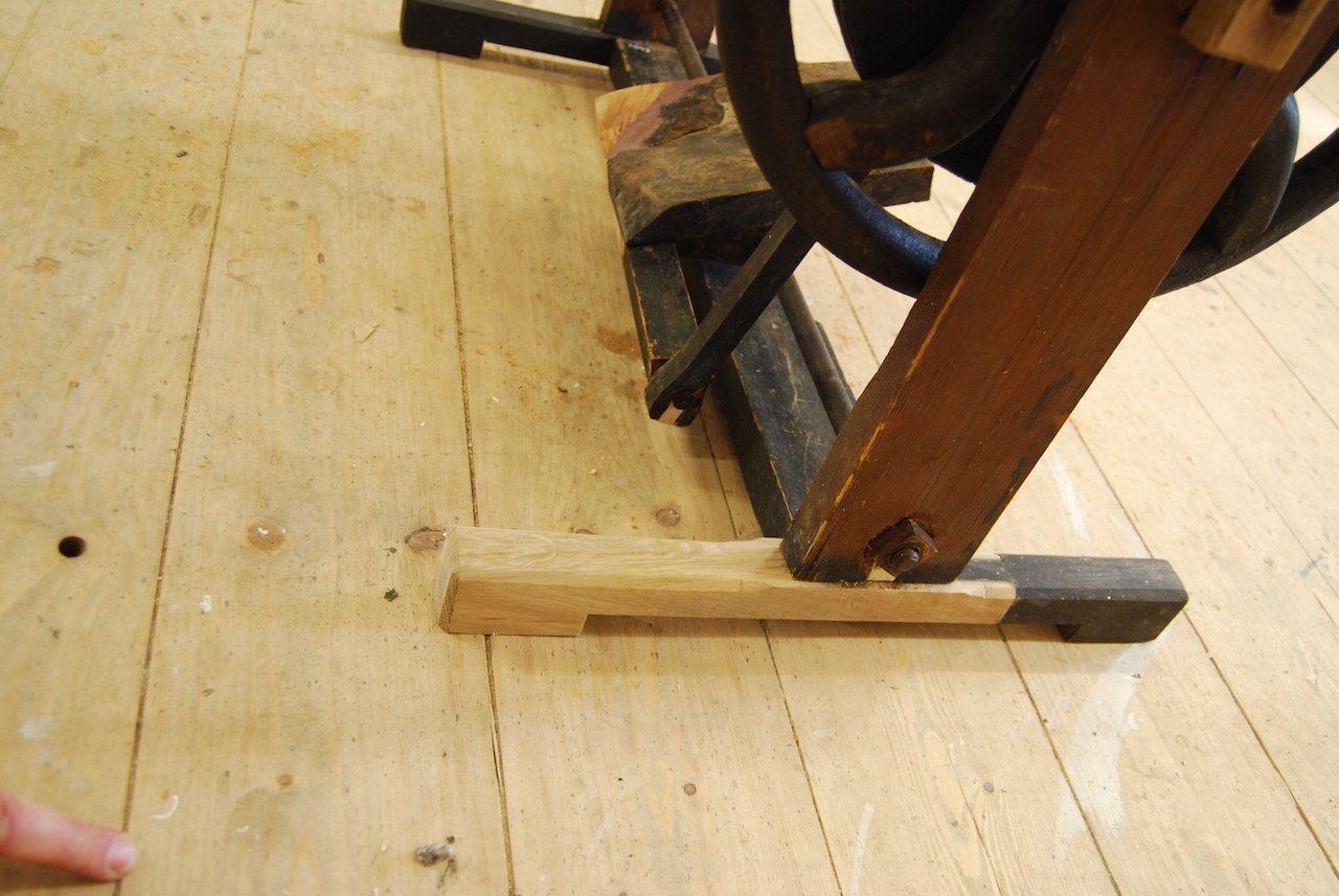 Nähmaschine während der Restaurierung