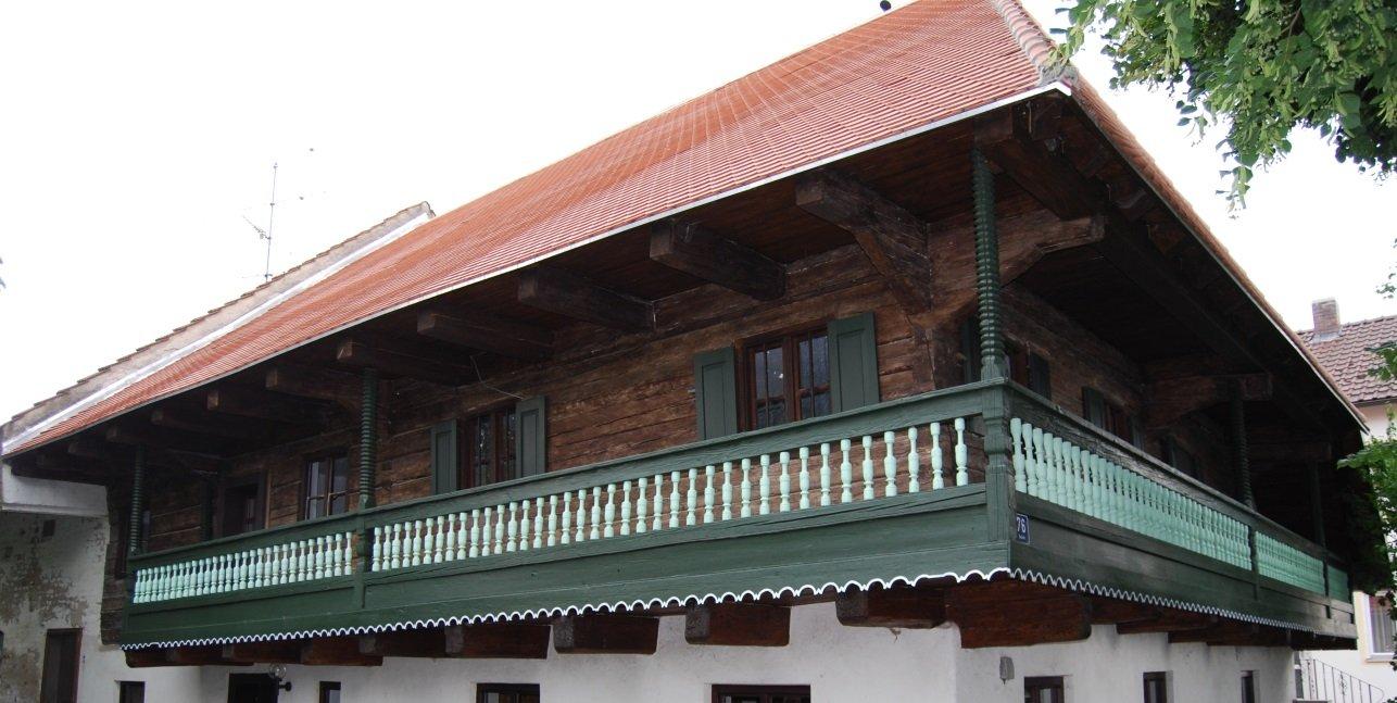 Wohnstallhaus, Blockbau, 1. Hälfte 17. Jh., Sallach bei Geiselhöring, nach der Restaurierung