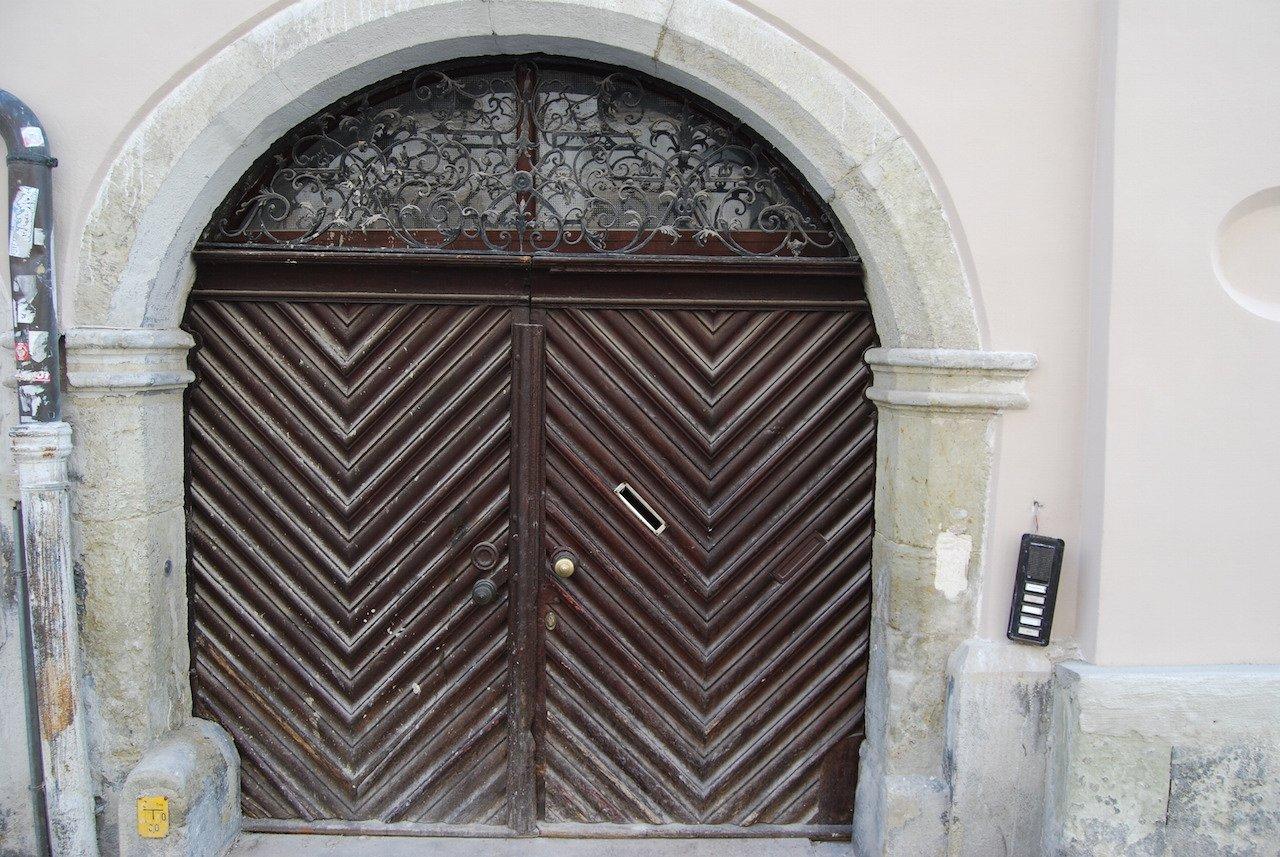 Eingangsportal vor der Restaurierung